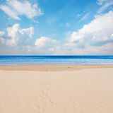 Sea shore with blue sky Royalty Free Stock Photos