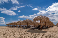 Sea shore with parasols in summer Royalty Free Stock Photos