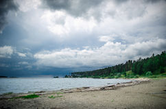 Sea shore before the storm Royalty Free Stock Photos