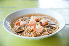 Sea shrimp with vegetables and chinese noodle Royalty Free Stock Photos
