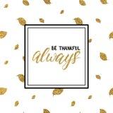 Sea siempre el poner letras agradecido en las hojas de otoño del brillo del oro Imágenes de archivo libres de regalías