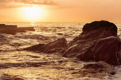 Sea splashing on rocks Royalty Free Stock Photos