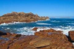 Sea tide waves on rocks Royalty Free Stock Photos