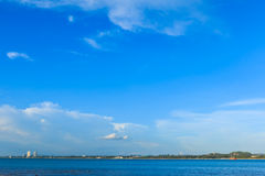 Sea under cloudy blue sky Royalty Free Stock Photography