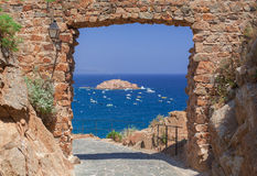 Sea view from the fortress arch Royalty Free Stock Photos