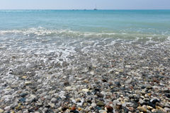 Sea waves approaching pebble stones Royalty Free Stock Photos