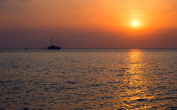 Sea.Yacht. Puesta del sol. Fotos de archivo libres de regalías