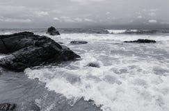 Seaa en strand, Zwart-witte toon Stock Foto