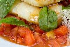 Seabassfilé med grönsaker och örter Fotografering för Bildbyråer