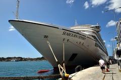 Seabourn odyseja alongside w Corfu Obrazy Royalty Free