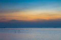Seacoast ορίζοντας στο λυκόφως, φυσικό υπόβαθρο τοπίων Στοκ φωτογραφίες με δικαίωμα ελεύθερης χρήσης