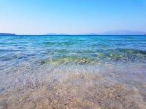Seacoast av Cheshme Turkiet blå seascape Arkivfoton
