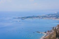Seacoast nära Taormina, Sicilien, Italien, bästa sikt arkivbild
