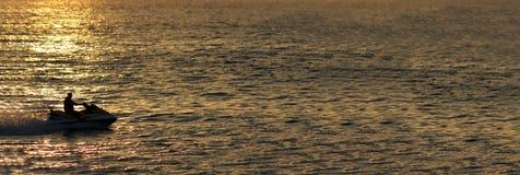 Seadoo bij zonsondergang Royalty-vrije Stock Foto's