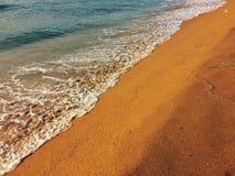 Seafoam op het strand Stock Afbeelding