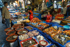 Seafood and people at Noryangjin Fish Market in Seoul Stock Photography