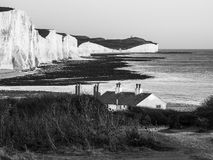 SEAFORD SUSSEX/UK - NOVEMBER 28: Gamla Coastguardstugor på Se Royaltyfria Bilder