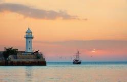 Seagulls latają wokoło masztów żeglowanie statek Zdjęcie Royalty Free