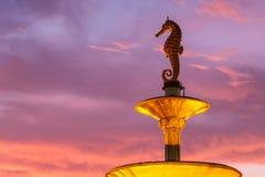 Seahorsestaty på den offentliga monumentet i Phuket, Thailand arkivbild