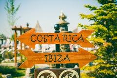 Señal de dirección de Costa Rica y de Ibiza Fotografía de archivo