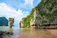 Señal de la isla de James Bond de la bahía de Phang Nga:: Tailandia Foto de archivo