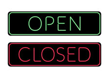 Señal de neón abierta y a puerta cerrada Fotografía de archivo libre de regalías