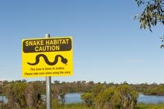 Señal de peligro aislada de la serpiente Australia Imagen de archivo libre de regalías