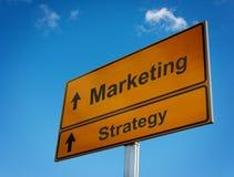 Señal de tráfico de la estrategia de marketing. Fotos de archivo