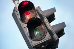 Señal roja del semáforo peatonal Fotos de archivo libres de regalías