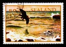 Sealand-Briefmarke zeigt Adler über dem Meer und den Wellen, circa 1970 Stockbild