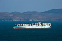 Sealand Michigan för behållareskepp anseende på vägarna på ankaret Nakhodka fjärd Östligt (Japan) hav 18 02 2014 Fotografering för Bildbyråer