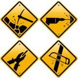 Señales de tráfico amarillas rombales con las herramientas Imagen de archivo