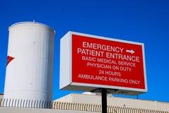 Señalización de la emergencia del hospital Foto de archivo
