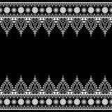 Seamles边界与花的样式元素和在白色背景在印地安mehndi样式的鞋带线隔绝的 库存图片