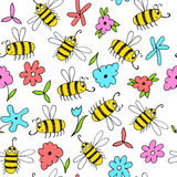 Seamless background with bees and flowers. Royalty Free Stock Photography