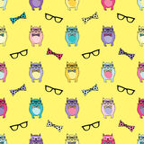 Seamless  background with decorative cats in glasses Royalty Free Stock Photos