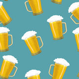 Seamless background tankards foamy glass of beer Royalty Free Stock Photos
