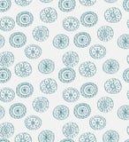 Seamless blå julsnowflakebakgrund Arkivfoto