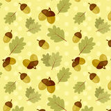 Seamless fall pattern with oak leaves and acorns Royalty Free Stock Photography
