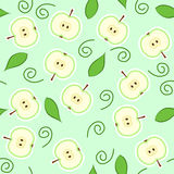 Seamless green apple cut. Seamless pattern with green apple halves and leaves Royalty Free Stock Photos
