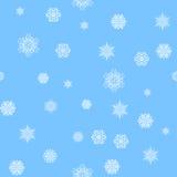 seamless modell Härliga original- snöflingor av vit färg på en blå bakgrund Royaltyfri Bild