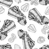 Seamless monochrome pattern with pieces of cake and strawberries Stock Photography