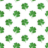 Seamless pattern of abstract four-leaf clovers of green glitter Stock Photography