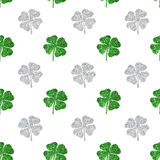Seamless pattern of abstract four-leaf clovers of green and silver glitter Stock Photography