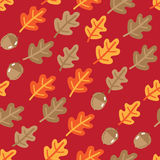 Seamless pattern with autumn oak leafs and acorns Royalty Free Stock Photography