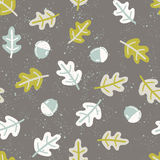 Seamless pattern with autumn oak leafs and acorns Royalty Free Stock Photo