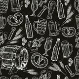 Seamless pattern of beer icons on black background Royalty Free Stock Photography
