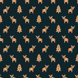 Seamless pattern with Christmas gingerbread cookies - Xmas tree and deer. Winter holiday vector background. Royalty Free Stock Photos