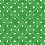 Seamless pattern with clovers leaves and dots in Royalty Free Stock Photos