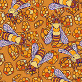 Seamless pattern of colorful bees crawling Royalty Free Stock Photos
